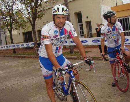 ciclistaslocalestatuposando